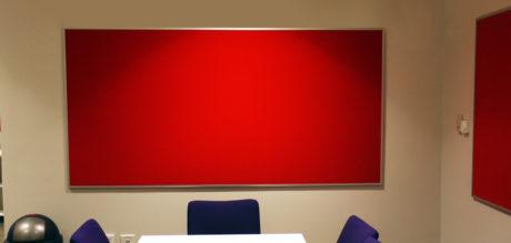 Picture of school classroom metallo trim pinboard
